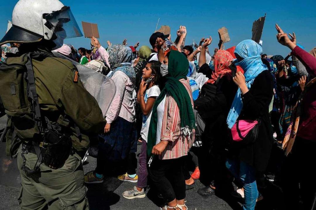 Proteste von Flüchtlingen aus dem zerstörten Lager auf Lesbos  | Foto: LOUISA GOULIAMAKI (AFP)