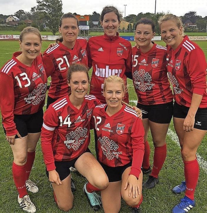 Das Meisterteam (hinten von links): An...:  Birthe Lilienthal, Janna Köhrmann.   | Foto: Verein