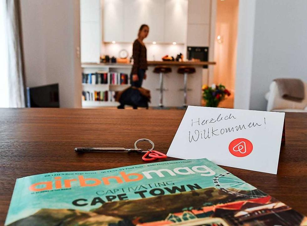 Internetportale wie Airbnb sollen den Kommunen Auskunft geben.  | Foto: Jens Kalaene