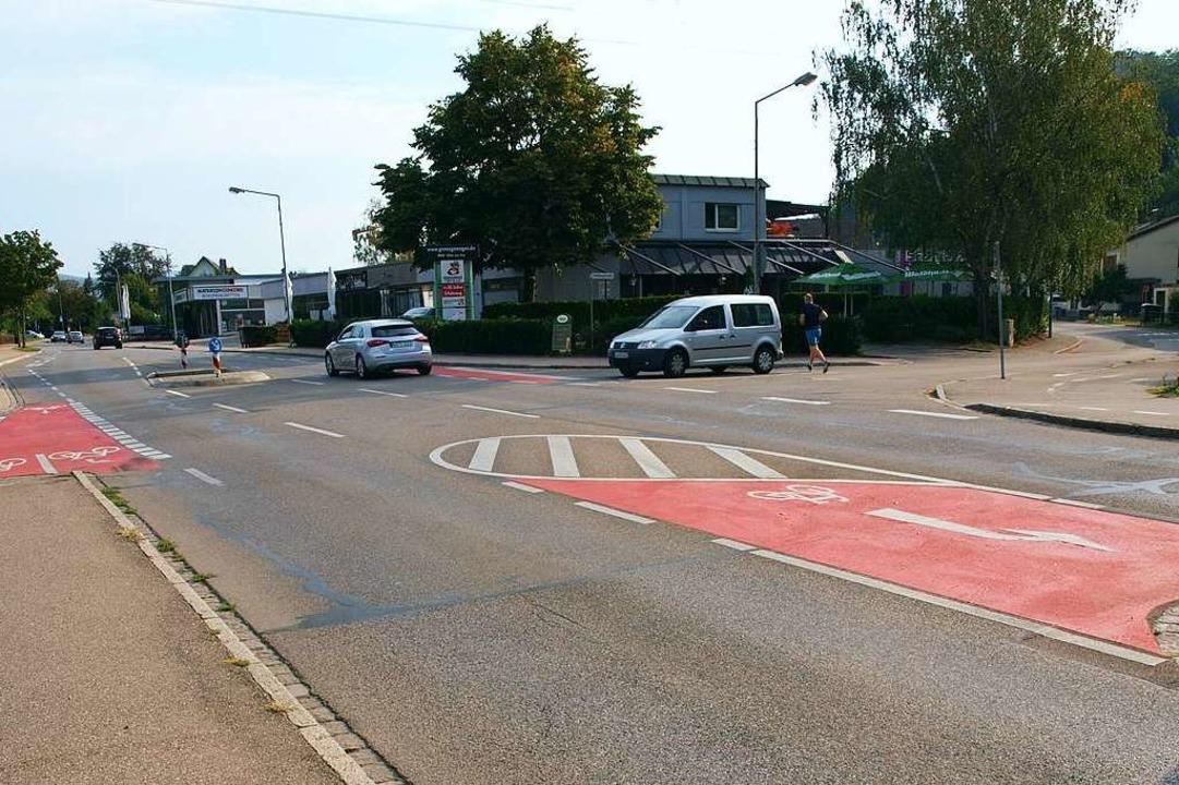 Die Ecke Lörracher Straße (links)/Hellbergstraße in Brombach  (rechts)    Foto: Paul Schleer