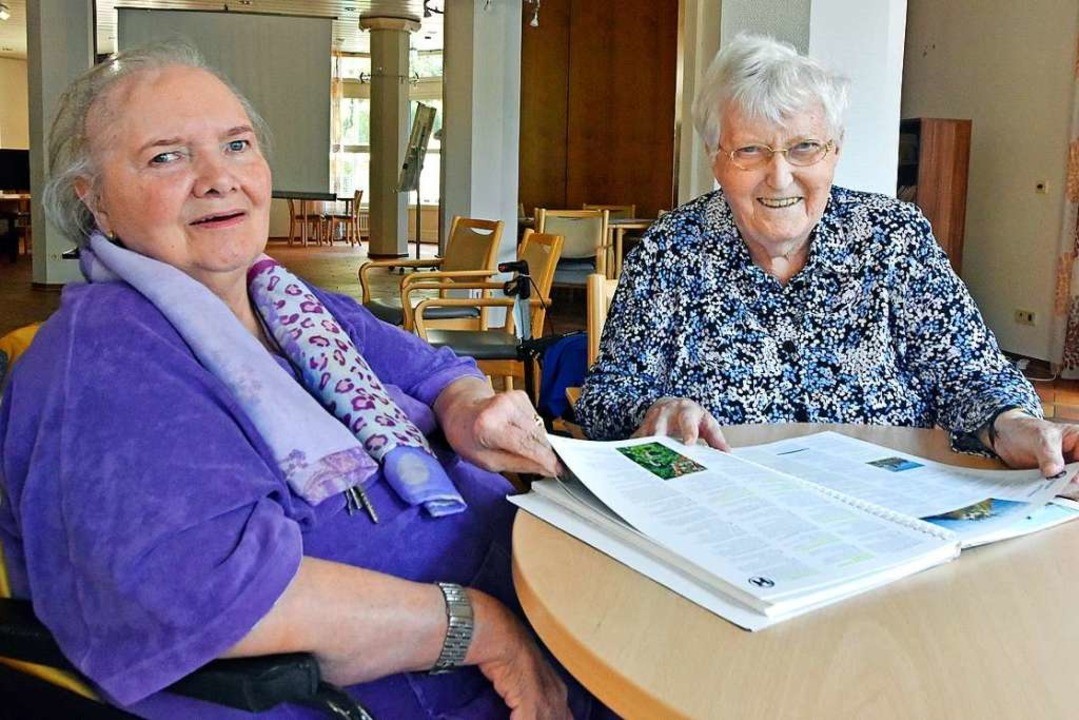 Barbara Zittel (links) und Maria Kirsch im Haus Schlossberg in Freiburg  | Foto: Michael Bamberger