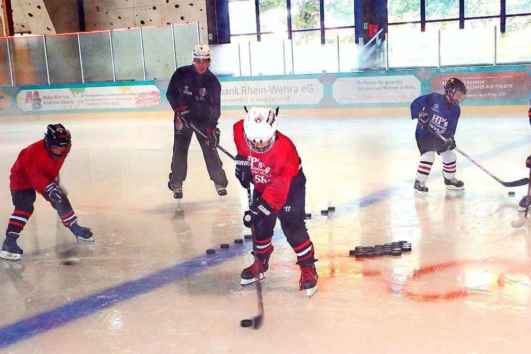 Bei sommerlichen Temperaturen draußen ... Eis der Herrischrieder Eissporthalle.    Foto: Wolfgang Adam