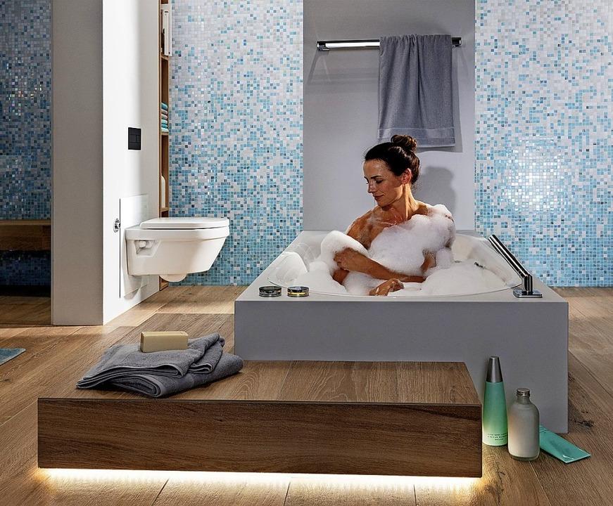 Eine Trennwand trägt zur Heimeligkeit bei.  | Foto: Vereinigung Deutscher Sanitärwirtschaft / ©Viega