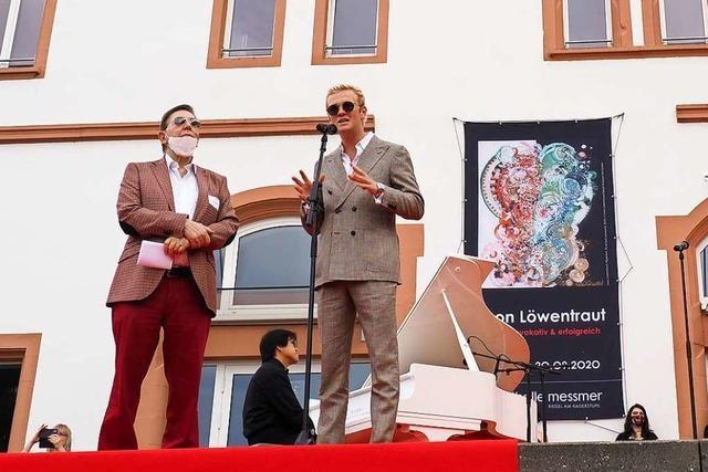 Leon Löwentraut hat seine Ausstellung in Riegel zum Event gemacht – das kam beim jungen Publikum gut an