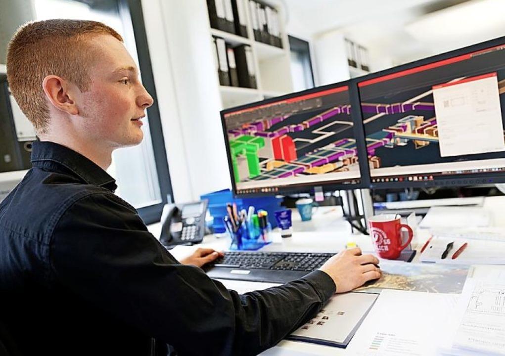 CAD steht für Computer Aided Design:  ...tz Bonk an einer Lüftungskonstruktion.  | Foto: Henning Kaiser