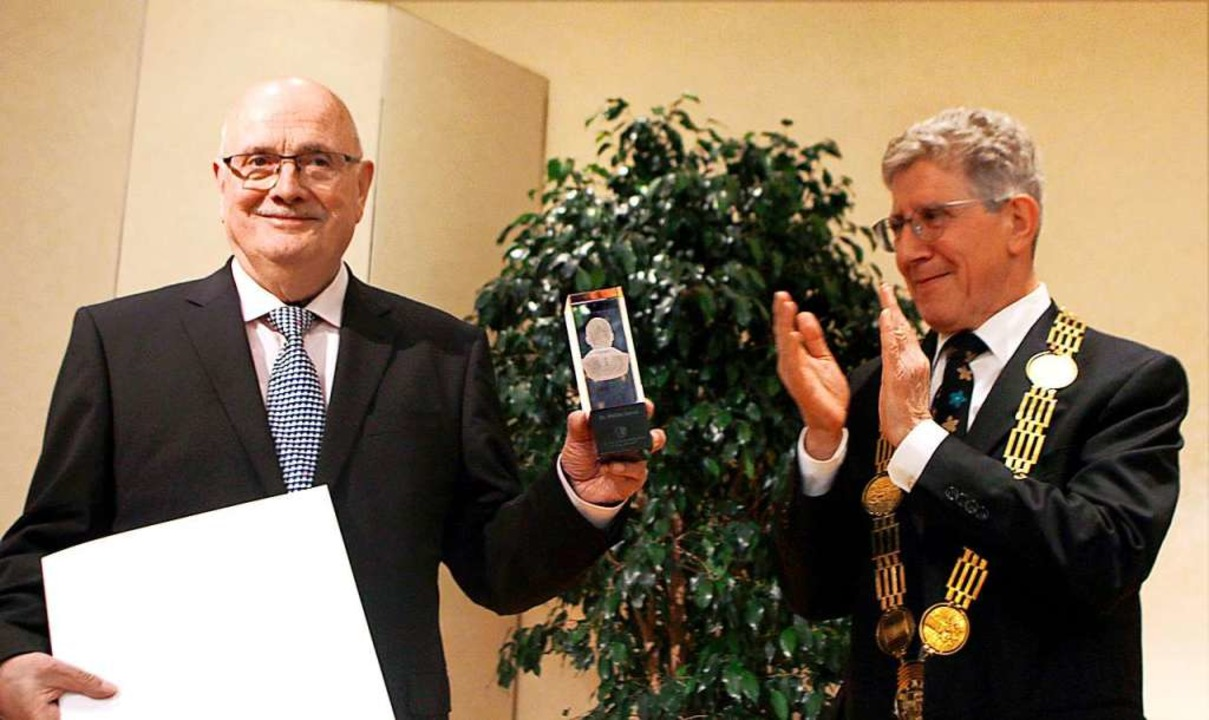 Walter Caroli wurde 2017 von Oberbürge...außergewöhnliche Verdienste verliehen.  | Foto: Heidi Foessel