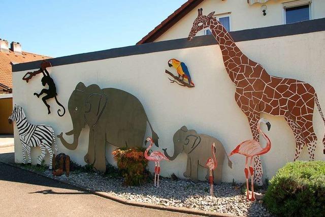 Ein richtiger Zoo schmückt die Garage von Peter Tröndle in Nollingen