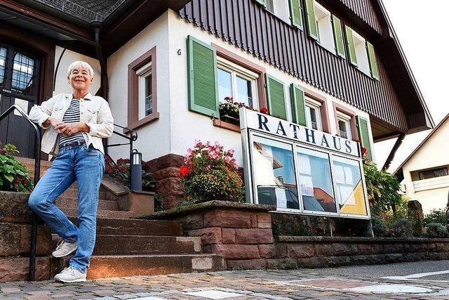 In Freiburg-Ebnet sorgen vier Ziegen für freien Blick ins Dreisamtal