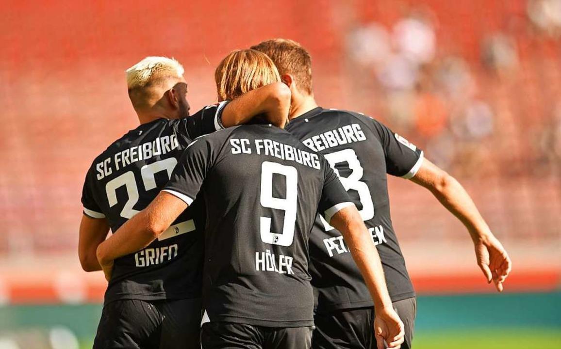 Scorer unter sich: Vincenzo Grifo, Luc...sen bejubeln einen Freiburger Treffer.  | Foto: Achim Keller/SC Freiburg