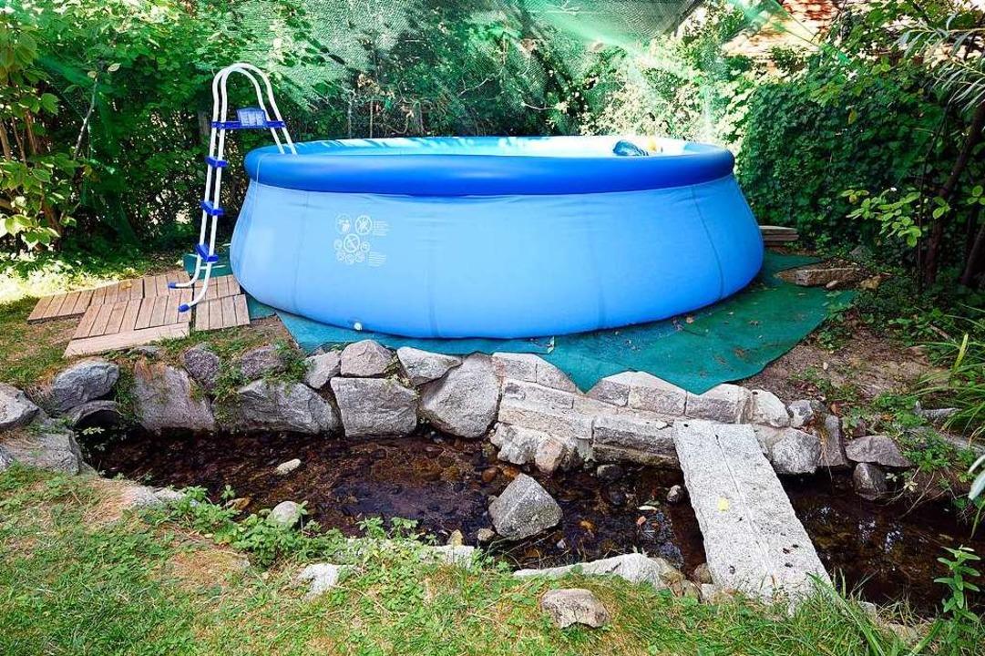 Bei der Entsorgung von Poolwasser ist Vorsicht geboten.  | Foto: Thomas Kunz