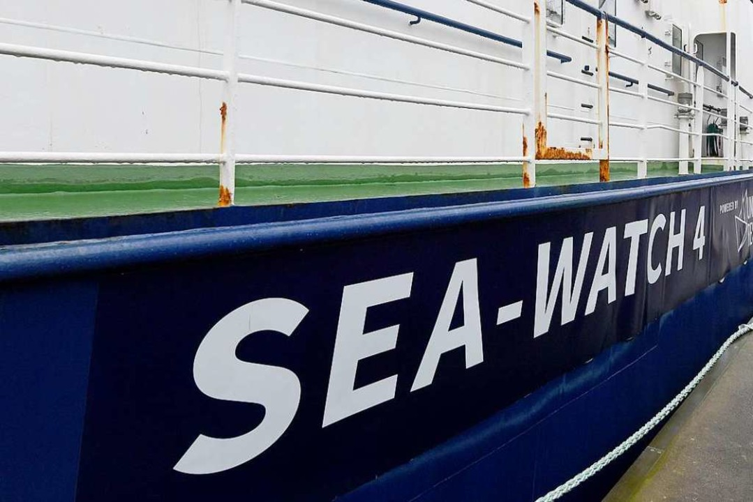 Wie geht es mit der Sea-Watch 4 nun weiter?  | Foto: Carsten Rehder (dpa)