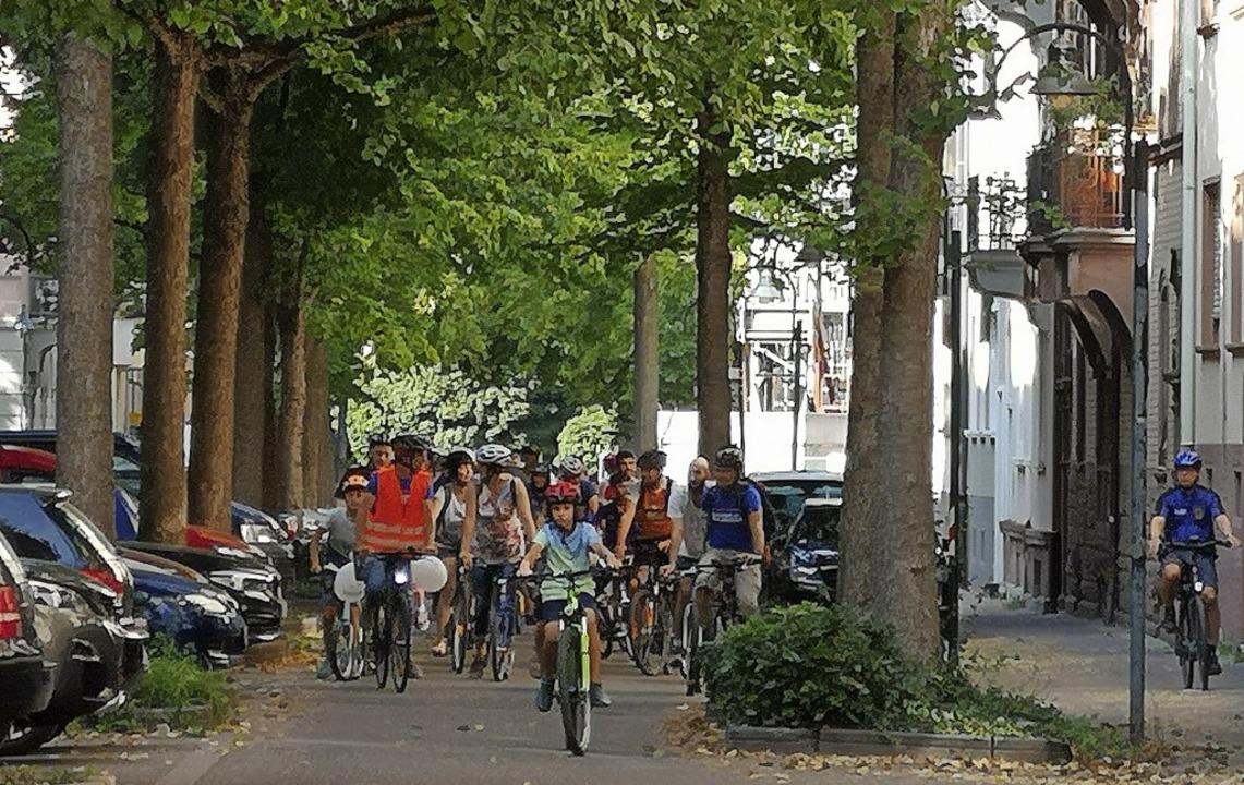 Mehr Rad, weniger Auto auch für mehr S... dei Fahrraddemo am Sonntagnachmittag.  | Foto: Ralf Burgmaier