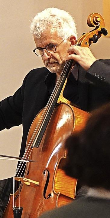 Mit ausdrucksstarkem Bach-Spiel beeind... Juris Teichmanis  in der Stadtkirche.  | Foto: Roswitha Frey