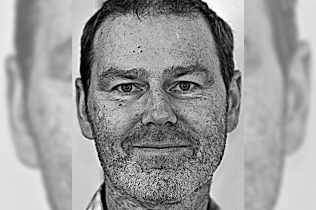 EINWURF: Laufbahn, die Fahrt aufnimmt
