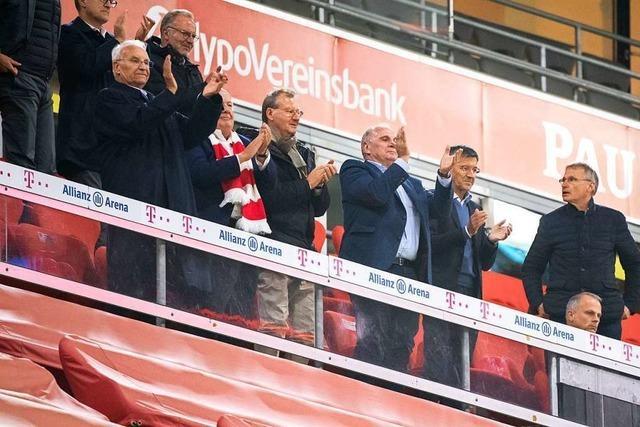 Bundesliga-Start mit vorbildlichen Fans - außer auf der Ehrentribüne