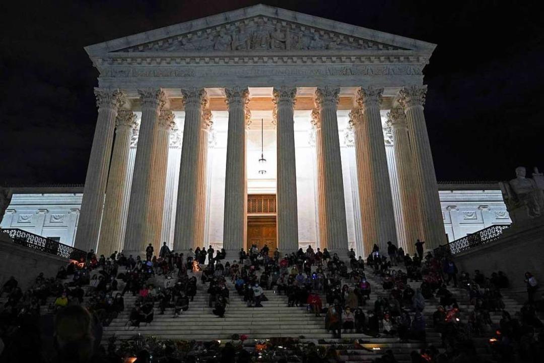 Trauernde vor dem Supreme Court  | Foto: ALEX EDELMAN (AFP)