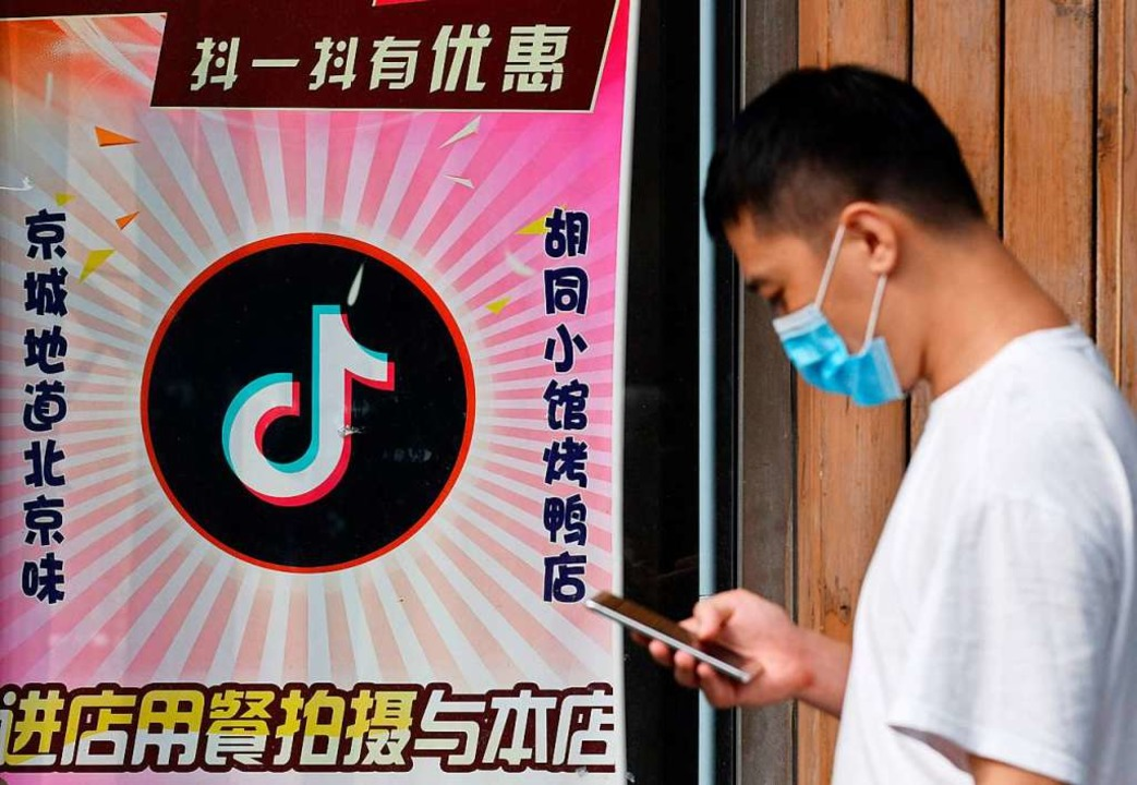 Die Apps des chinesischen Konzerns Byt... vorerst auch in den USA weiterlaufen.  | Foto: GREG BAKER (AFP)