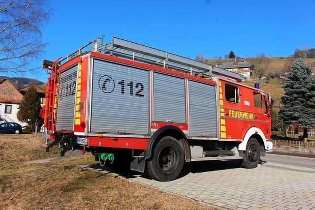 Feuerwehreinsatz in Zell: Kurierfahrerin verfährt sich auf Feldweg
