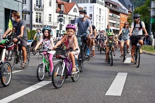 Kinder und Eltern fordern mehr Sicherheit auf Freiburgs Straßen