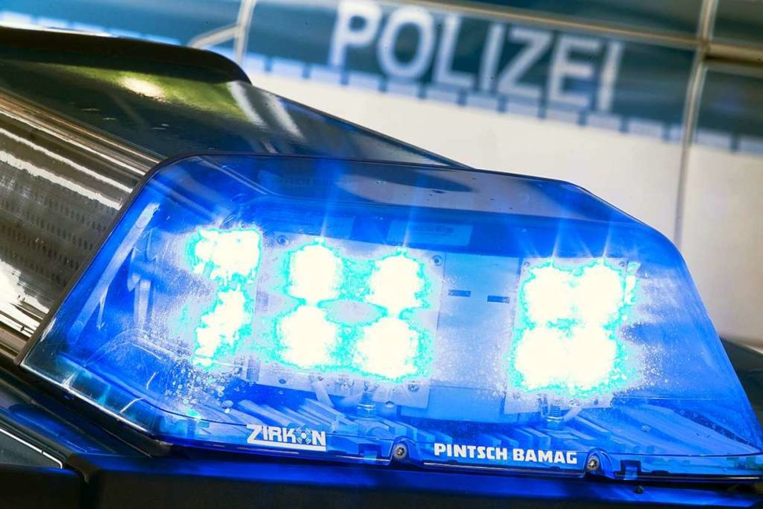 Die Polizei sucht nach Hinweisen für den Vorfall in Pfaffenweiler.  | Foto: Friso Gentsch (dpa)