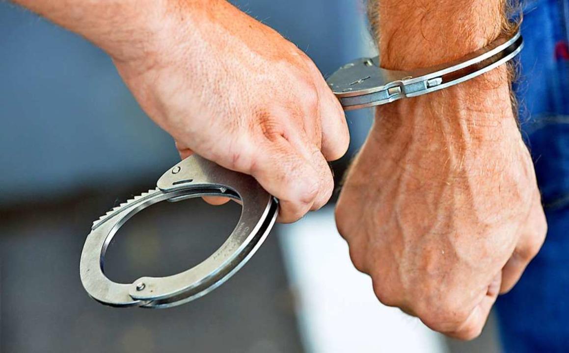 Der Biss hat nichts genützt: Ein 28-jä...eitag in Freiburg festgenommen worden.  | Foto: Michael Bamberger