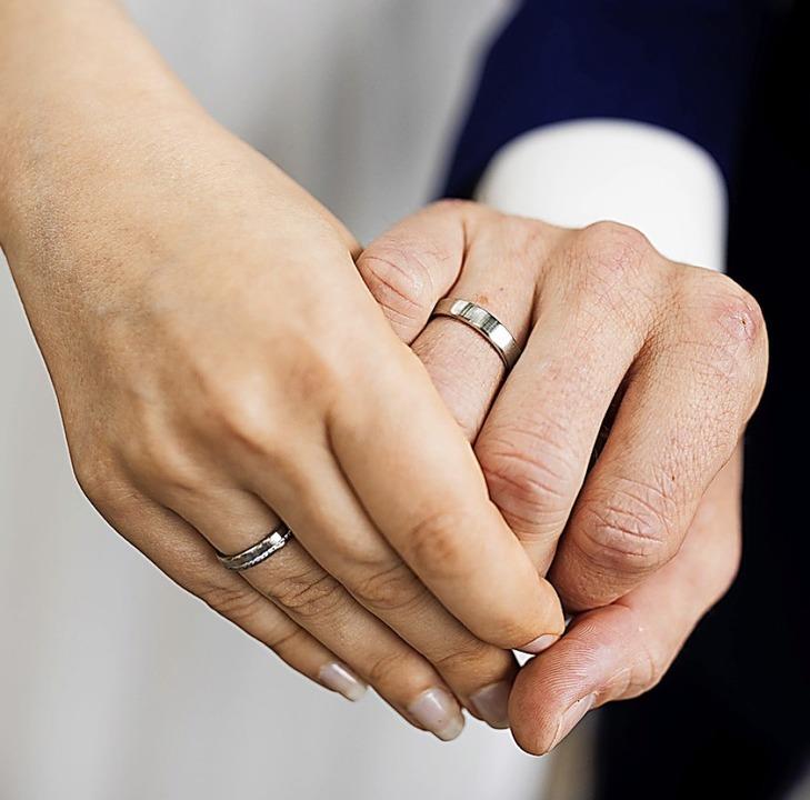 Viele Eheschließungen wurden verschoben.    Foto: Rolf Vennenbernd (dpa)