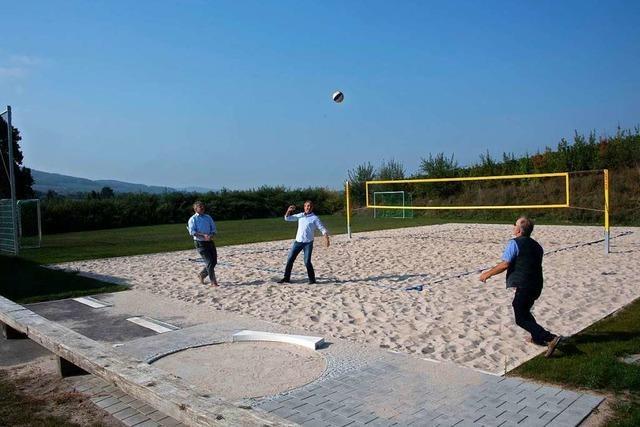 Der neue Beachvolleyball- und Bolzplatz in Laufen ist fertig
