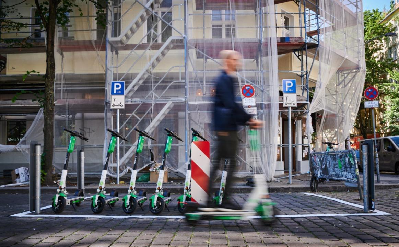 Freiburgs Kopfsteinpflaster sollte E-S...dt sind die großen Anbieter vertreten.    Foto: Annette Riedl (dpa)