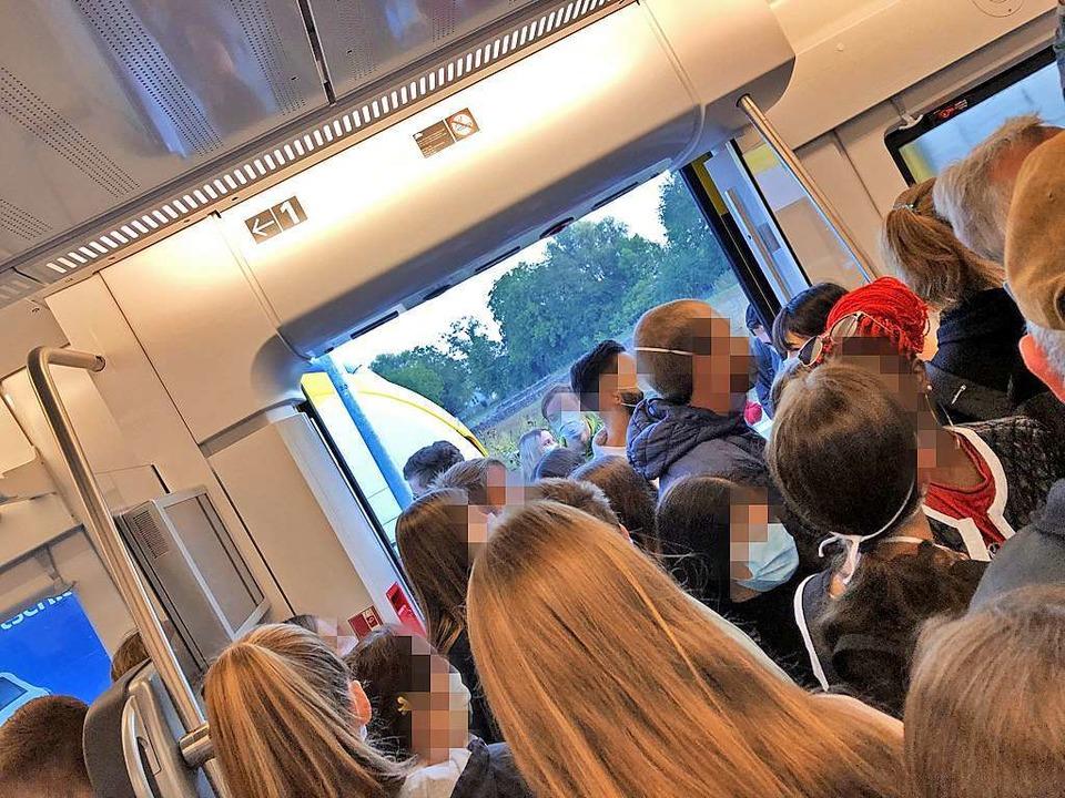 Drangvolle Ende in der Breisgau-S-Bahn am Montagmorgen.  | Foto: Leserfoto