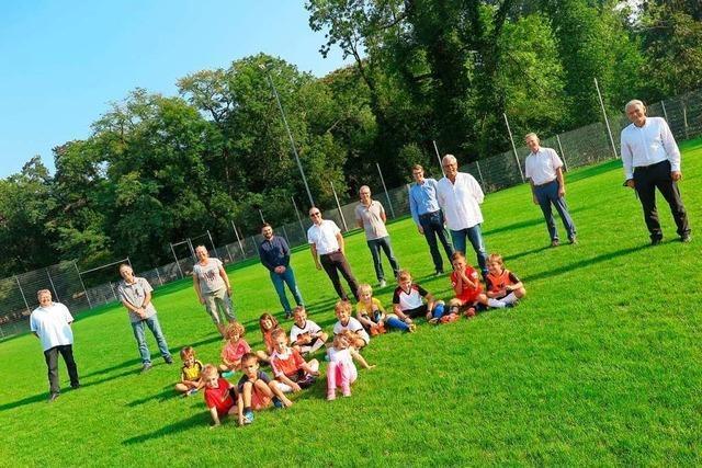 Auf dem neuen Naturrasenplatz des SV Weilertal kann jetzt gespielt werden