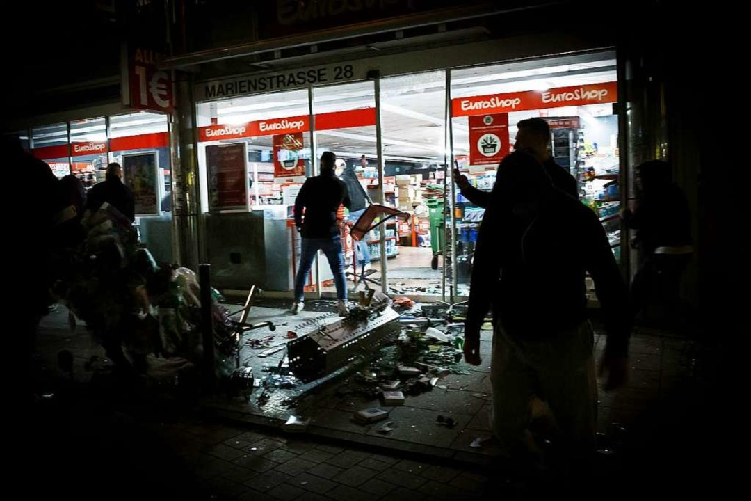 Plünderungen in der Stuttgarter Marien...stand ein Sachschaden von 465000 Euro.  | Foto: Julian Rettig (dpa)