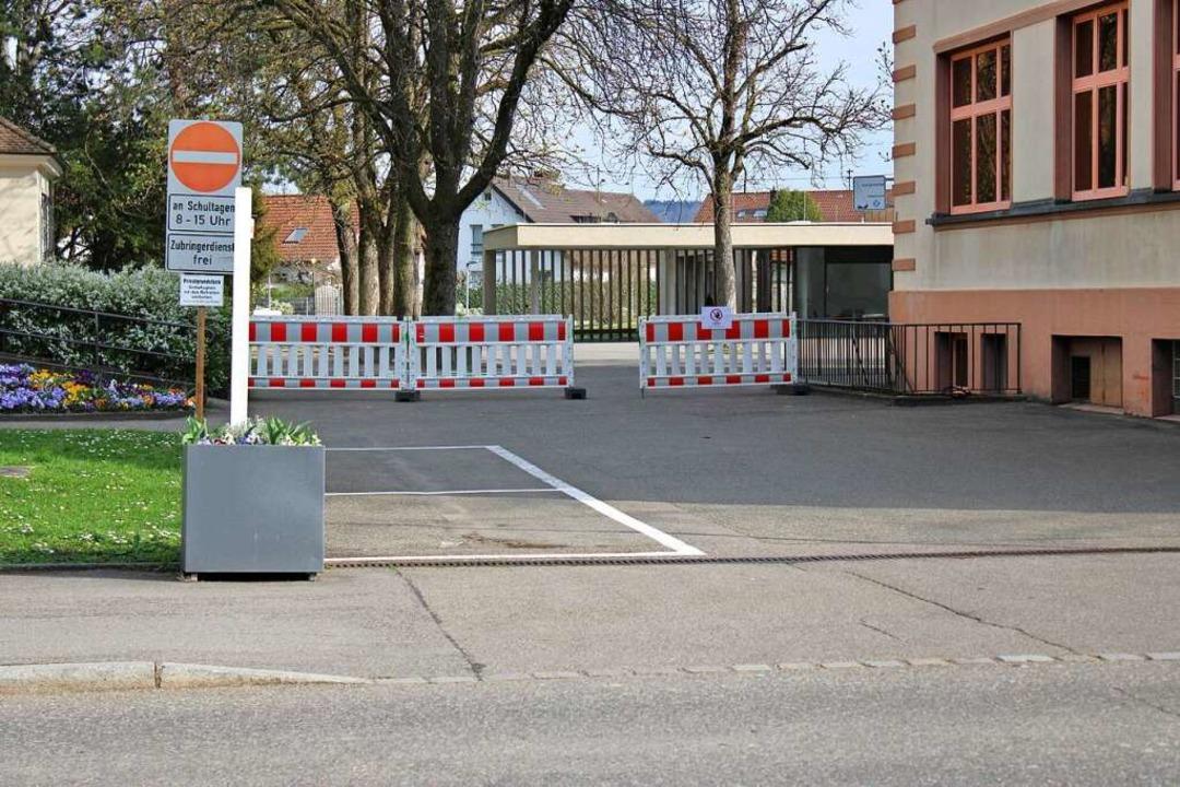 Im März war die Zufahrt zur Mehrzweckhalle des St. Josefshauses gesperrt.  | Foto: Rolf Reißmann