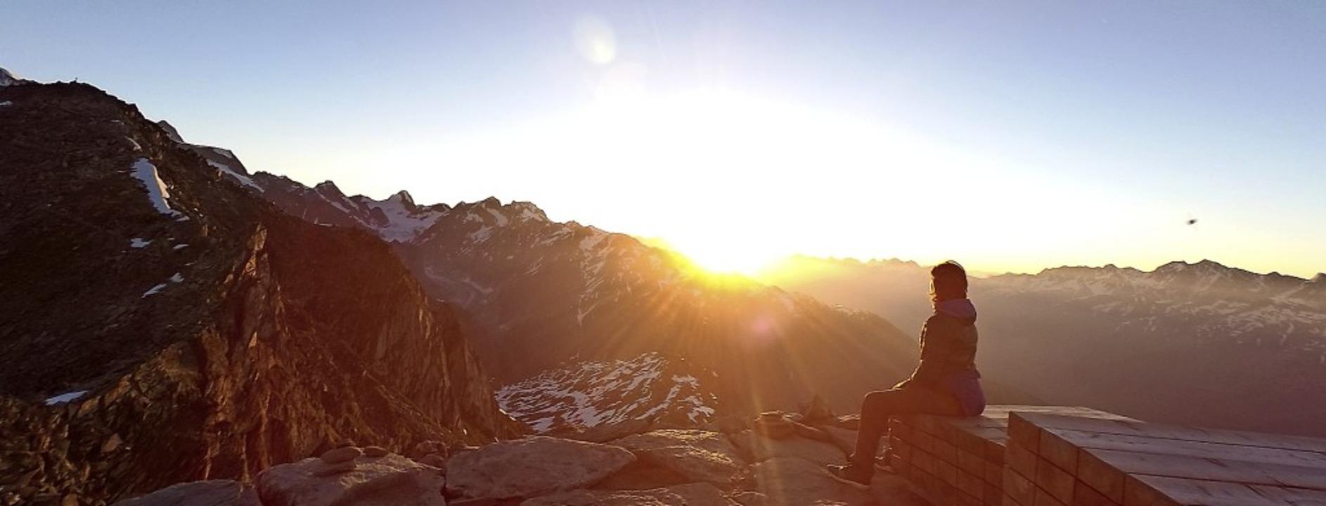 Sonnenaufgang in den Schweizer Alpen: Ein Genuss für Urlaubssuchende.   | Foto: Ronja Vattes