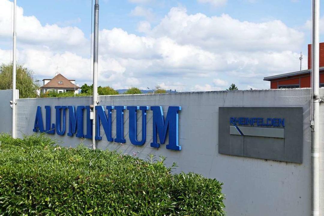 Die Aluminium Gruppe Rheinfelden schlüpft unter den Schutzschirm.  | Foto: Dora Schöls