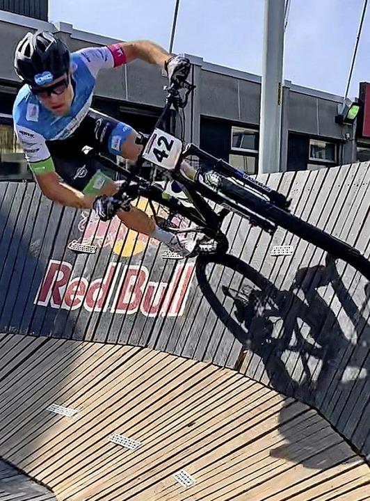 Kurvenkünstler: Simon Gutmann aus Breitnau beim Sprint-Weltcup in Waregem   | Foto: privat