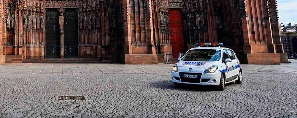Studentin in Minirock in Straßburger Innenstadt von drei Männern geschlagen