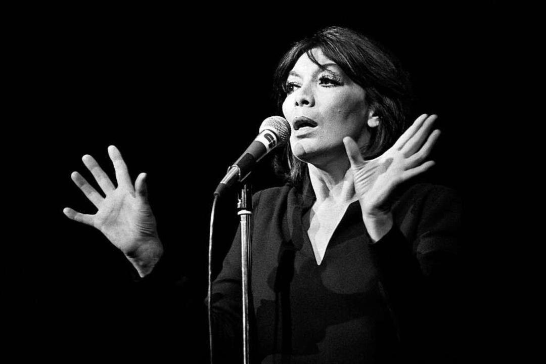 Die Hände, das Gesicht, die Stimme: Ju...itt im Pariser Palais des congrès 1979  | Foto: PIERRE GUILLAUD