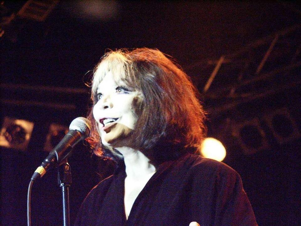 Juliette Gréco im Juli 2002 beim Zelt-Musik-Festival in Freiburg  | Foto: Dirk Steininger