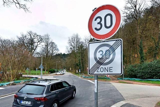 In Freiburgs 30er-Zonen muss der Schilderwald für Autofahrer aufgeräumt werden