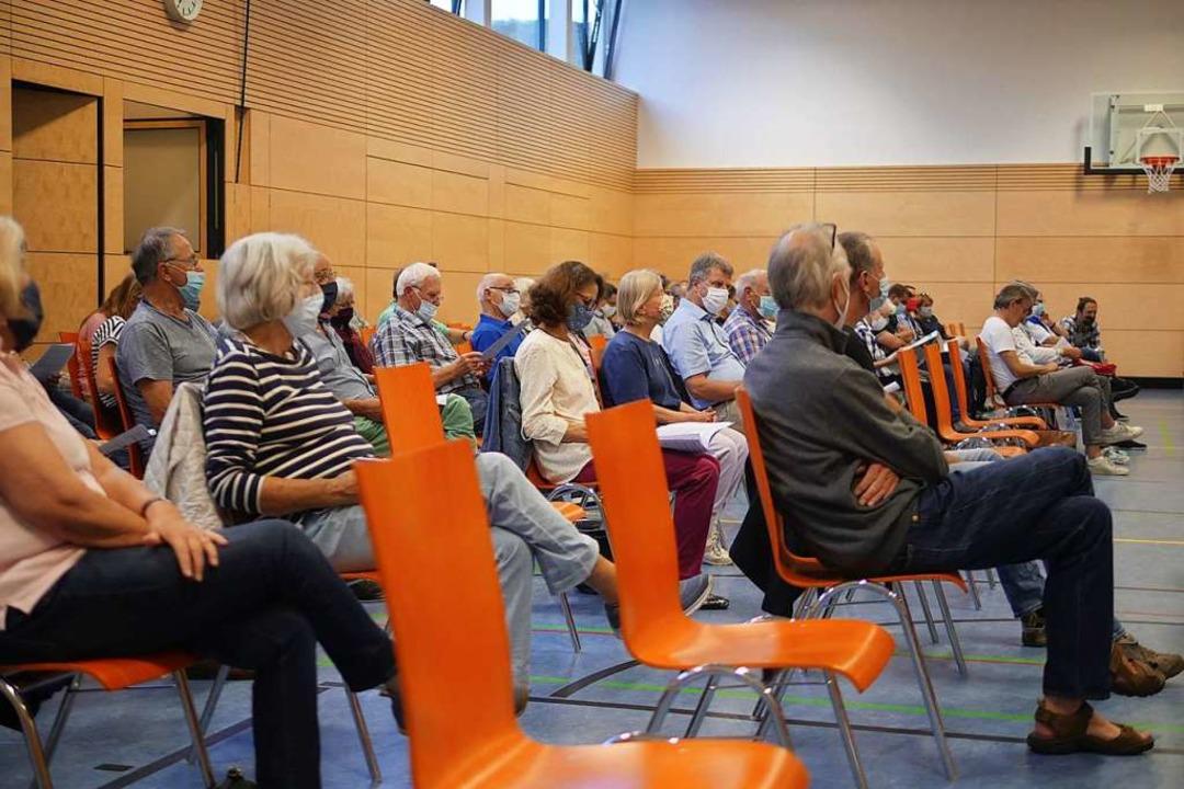 Etliche Zuschauer interessierten sich für den Vorschlag der Initiative.  | Foto: Jannik Jürgens
