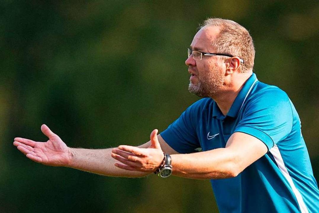 Der Neustädter Trainer Zeljko Cosic fo...in Team nur durch Standards getroffen.  | Foto: Wolfgang Scheu