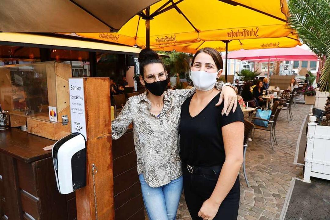 Rebecca Marraffa und Tamara Rozsas von der Cappuccino Bar am Marktplatz    Foto: Christoph Breithaupt