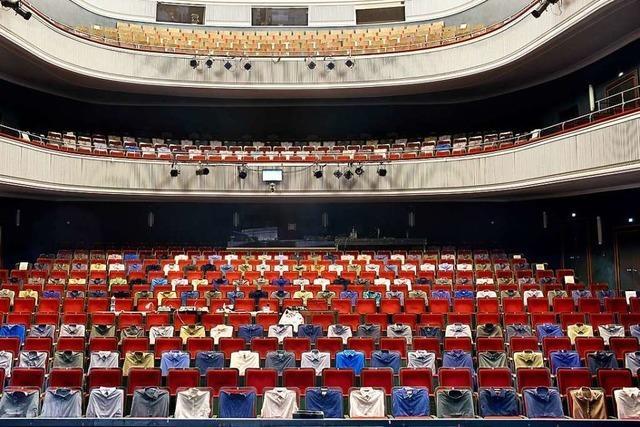 Theater unter Corona-Bedingungen: mit viel Platz, aber ohne Sekt