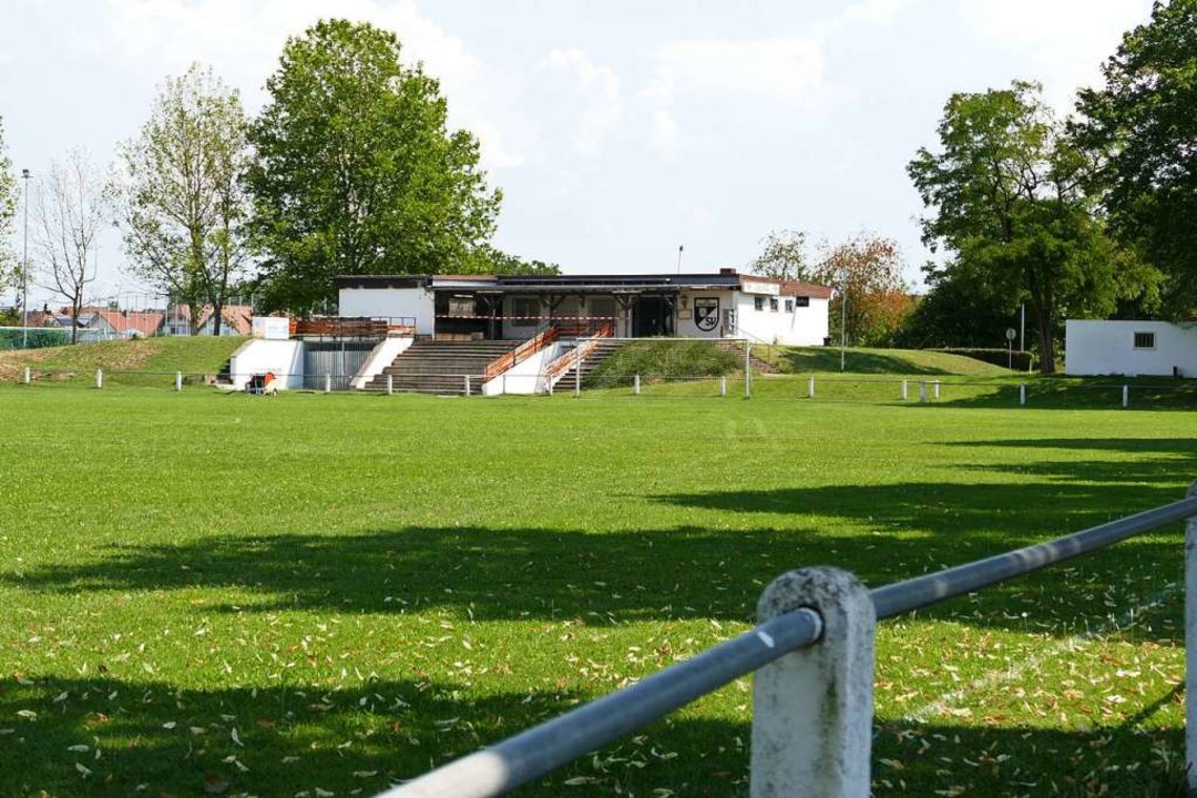 Wird komplett saniert: Sportplatz und ...eim des neuen  SV Hartheim-Bremgarten.  | Foto: Frank Schoch