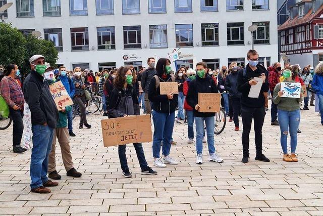 250 Menschen bei der ersten Demo in Offenburg nach der Corona-Auszeit
