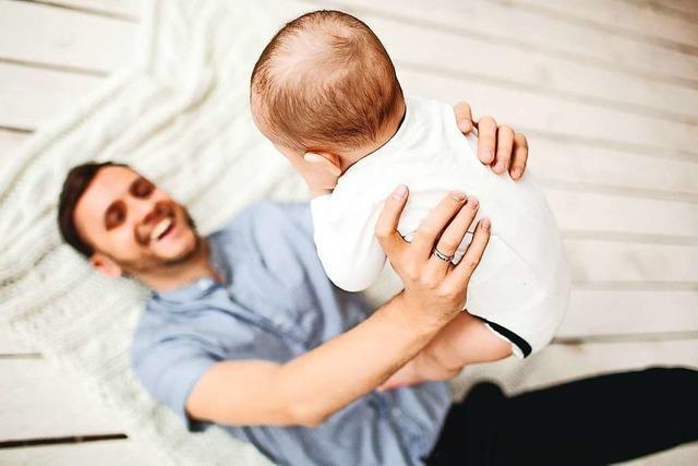 Schweizer gegen Ausländerbegrenzung und für Vaterschaftsurlaub