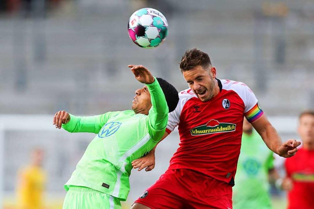 Christian Günter konnte gegen den VfL ...seinen üblichen Vorwärtsdrang ausüben.  | Foto: Tom Weller (dpa)