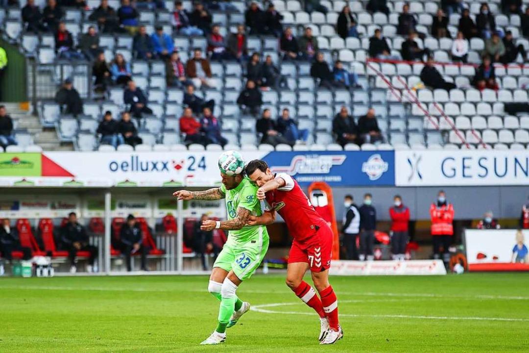 Nicolas Höfler spielte gegen Wolfsburg im zentralen Mittelfeld.  | Foto: Tom Weller (dpa)