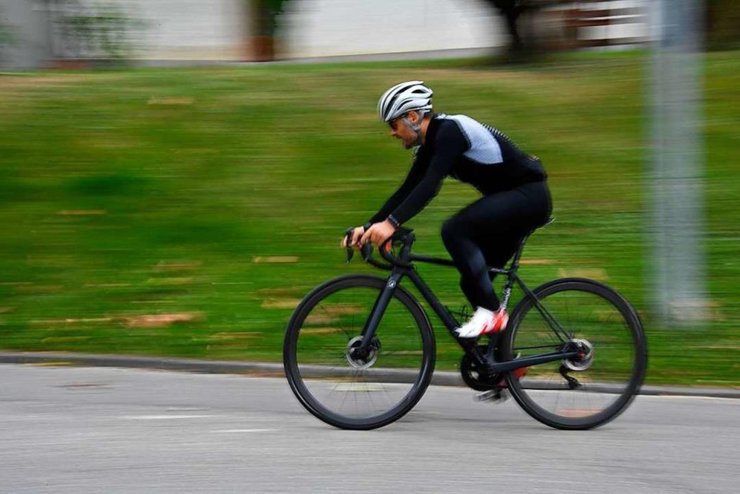 Zum ersten Mal jagten die Radrennfahre...gzeitfahren den Hang bei Bamlach hoch.  | Foto: Volker Münch