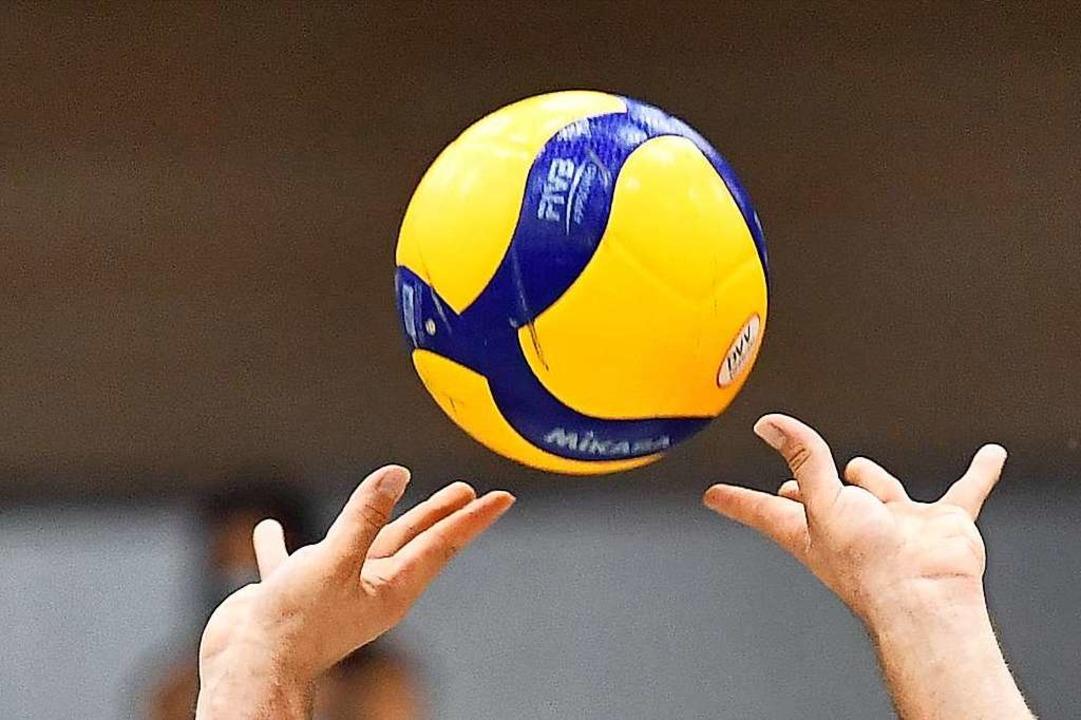 Auch ein kontaktloser Sport wie Volleyball kann Corona-Probleme bekommen.  | Foto: Achim Keller